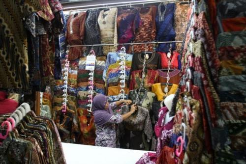 Berburu Produk Batik Mulai Harga Rp 22.000 di Pasar Klewer Solo -  Beritadunesia.com edd5618cb2